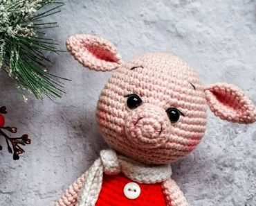Mini Amigurumi Pig - A Free Crochet Pattern - Grace and Yarn | 297x370